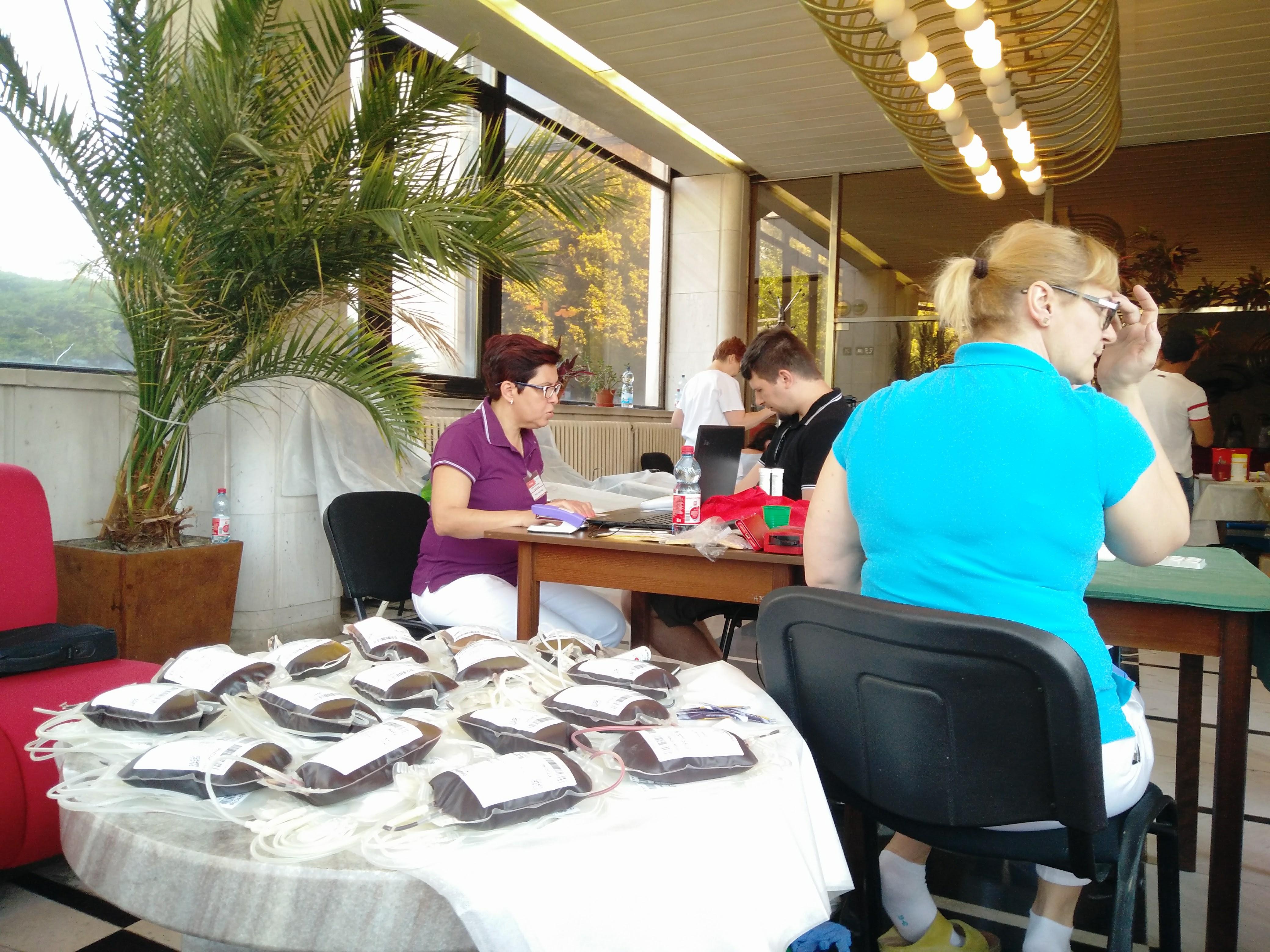 Divadelnej kvapky krvi sa v Komárne zúčastnilo 27 darcov krvi