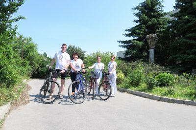 Komárňanská nemocnica podporuje zamestnancov, aby jazdili do práce na bicykli