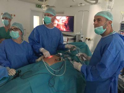 Nemocnica v Komárne si pripísala prvenstvo v zdokonalenej laparoskopickej operácii