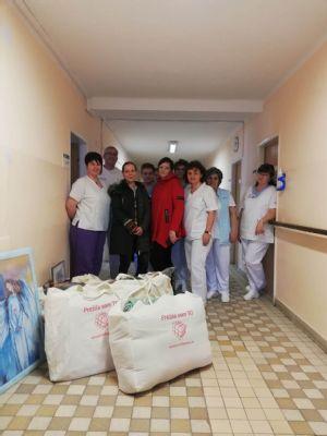 Vyliečené pacientky obdarovali komárňanských onkologických pacientov