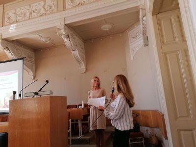Sestry a pôrodné asistentky z komárňanskej nemocnice sa neustále vzdelávajú a absolvovali ďalší odborný seminár