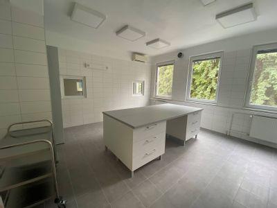 Komárňanská nemocnica má novú nemocničnú lekáreň. Príprava cystostatík pre onkologických pacientov spĺňa najprísnejšie európske kritériá